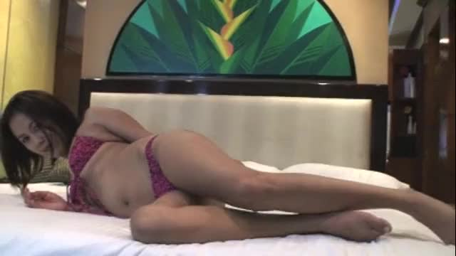 18 year old Asian girl wants to strip