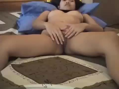 Asian webcam girl opening her pussy